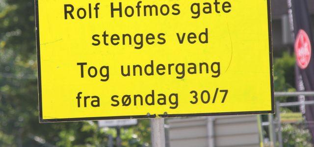 Det har blitt satt opp skilt i Rolf Hofmos gate (på Ensjø siden) om at gaten stenges fra 30.juli. Det står ikke noe på skiltene om hvor lenge det […]