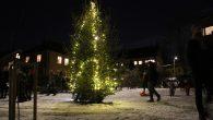 Søndag 3.desember var det tenning av julegranen på lekeplassen ved Malerhaugen på Ensjø. Mange mennesker hadde møtt opp til dette faste lokale arrangementet. Det var kaker og varmdrikke samt […]