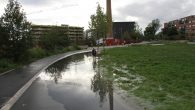 Det kraftige regnværet som har skjedd de to siste dagene har medført at vannføringen i Hovinbekken øker og øverst i Tiedemannsparken har vannet funnet nye veier å renne. Dette […]