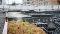 I dag onsdag 4.september kl 1300 ble det slått hull i muren som hindret Hovinbekken i å renne over i vannspeilet på Ensjø Torg. Dammen vil nå i løpet av […]