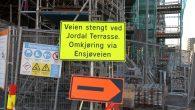 Denne uken er det satt opp skilt og sperringer i Rolf Hofmos gate, noe som gjør at det ikke lenger er mulig å kjøre bil fra Ensjø til Jordal i […]