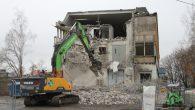 Denne uken har man startet å rive den gamle industribygningen som står på adressen Malerhaugveien 19 til 23. Bygningen har stått tom siden leietakerne flyttet ut og man har revet […]